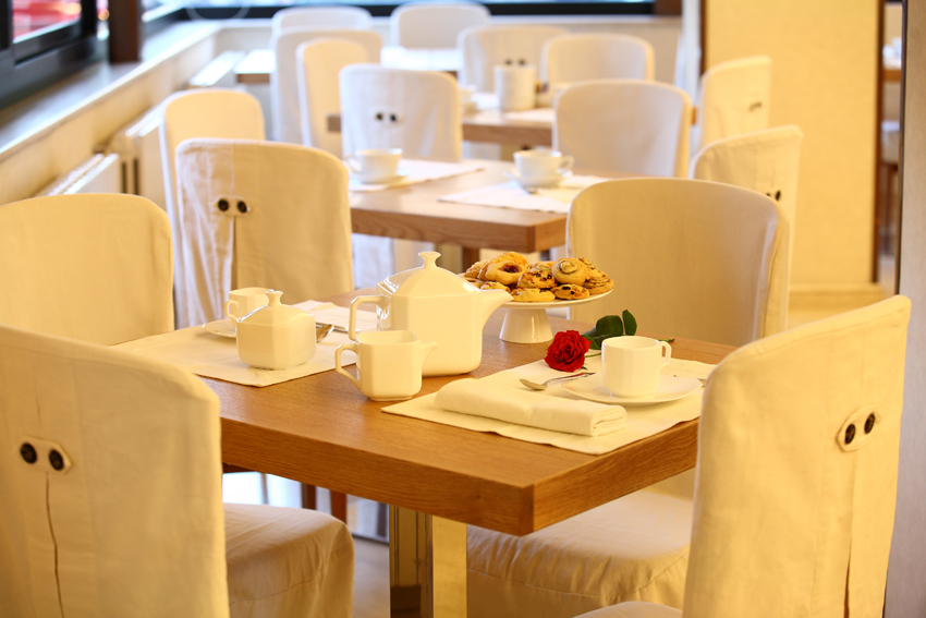 colazione-tavolo_0002_72dpi