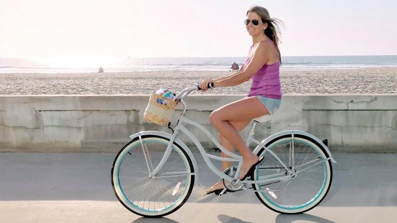In bicicletta sulla pista ciclabile a Giulianova