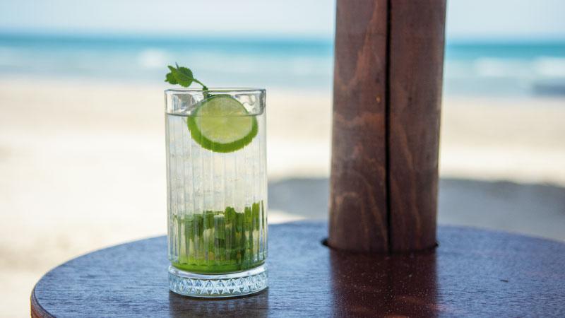 Un drink in spiaggia al Cristallo Mare di Giulianova - Hotel Cristallo Giulianova