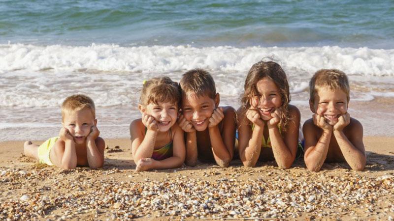 Bambini sulla spiaggia di Giulianova - Hotel Cristallo Giulianova